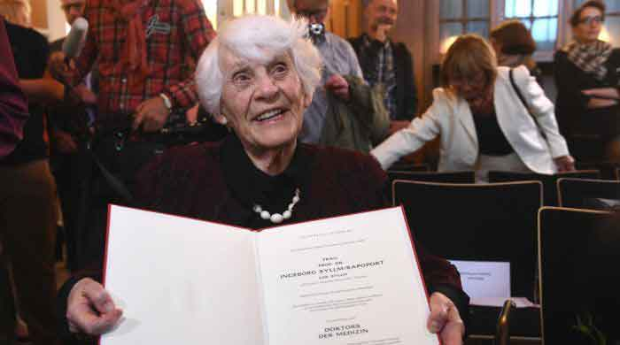 102-year-old-woman-receives-phd