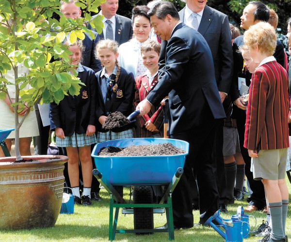 Chinese President Xi Jinping plants a tree with Scotch Oakburn students