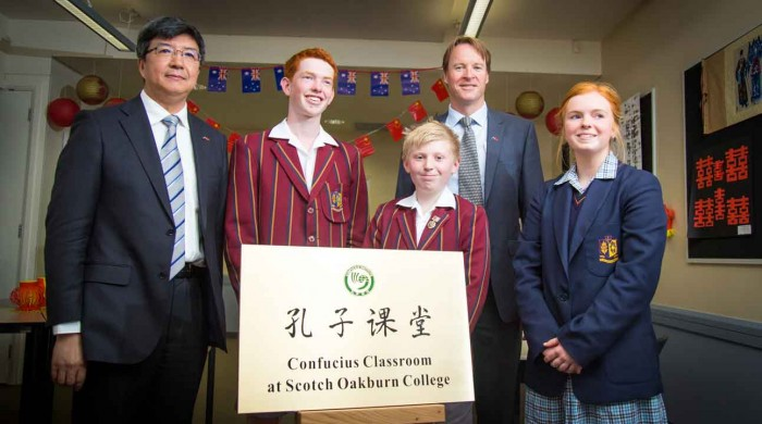 China's Consular General with Scotch Oakburn students