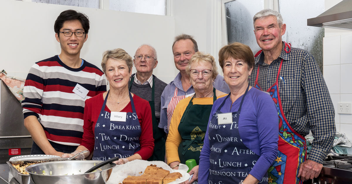Good Grub kitchen volunteers